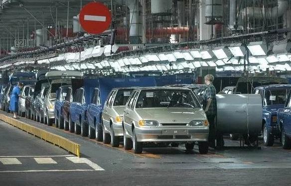 Отечественные авто на заводе